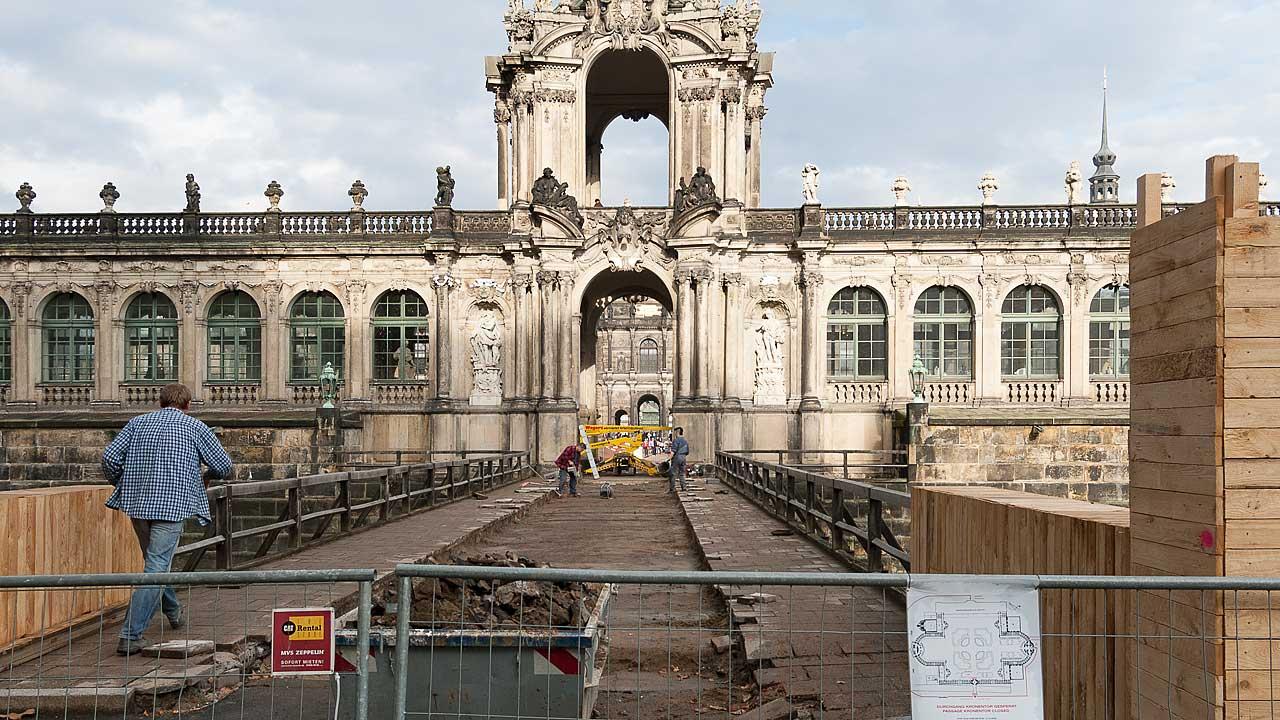 Bauarbeiter und Blick auf den Dresdner Zwinger