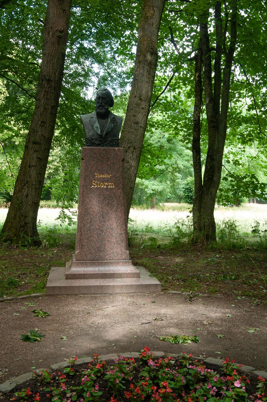 Denkmal für Theodor Storm in Husum, Schlosspark